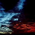 CANON Canon EOS 40Dで撮影した風景(青と赤と黄の仁義なき戦い)の写真(画像)