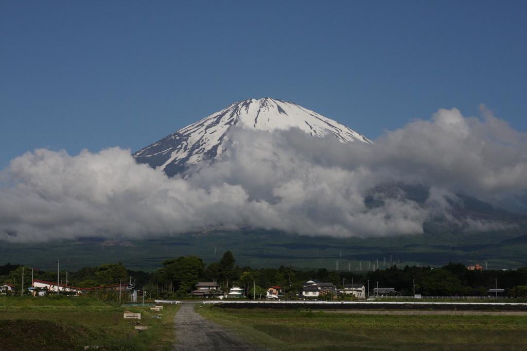 夏に向う富士山