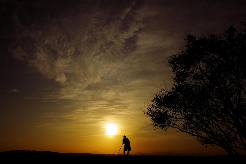 夕日に向かって撮れ