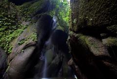 峡谷の清水