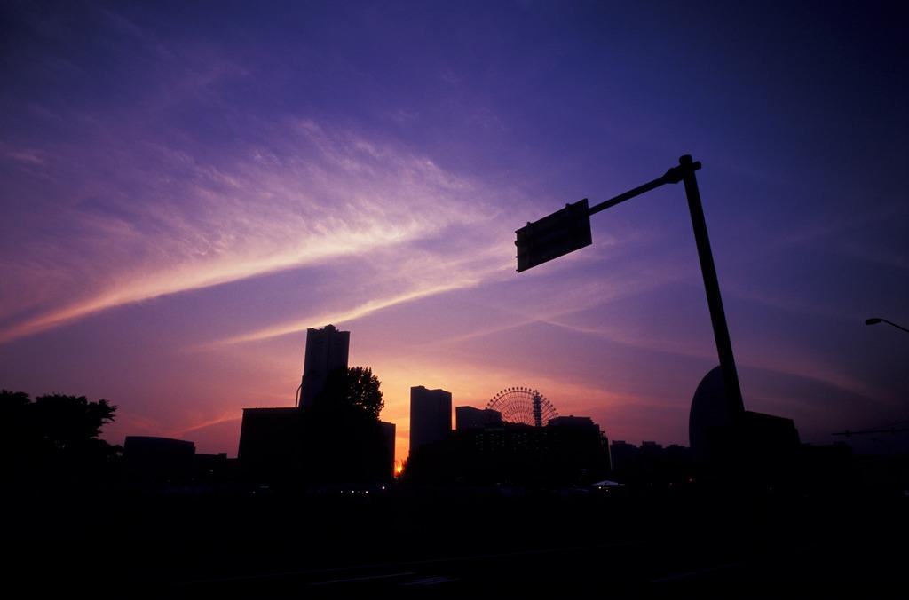 ある夕暮れ、雲の交差