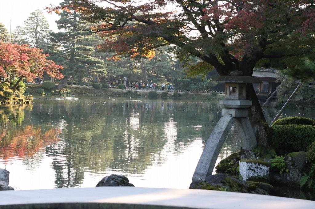 兼六園2枚目 有名な石灯籠と池