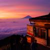 赤岳展望荘と富士山