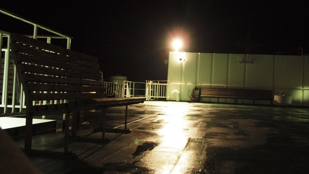真夜中の甲板