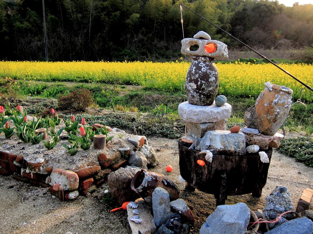 菜の花畑とタコツボとさびき浮