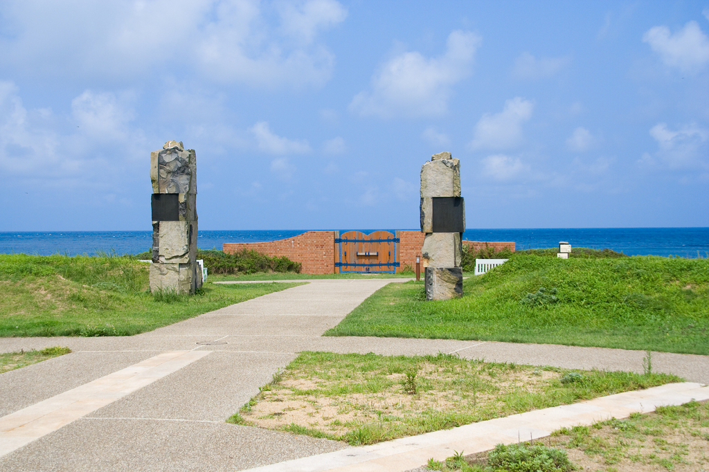 海につながる門