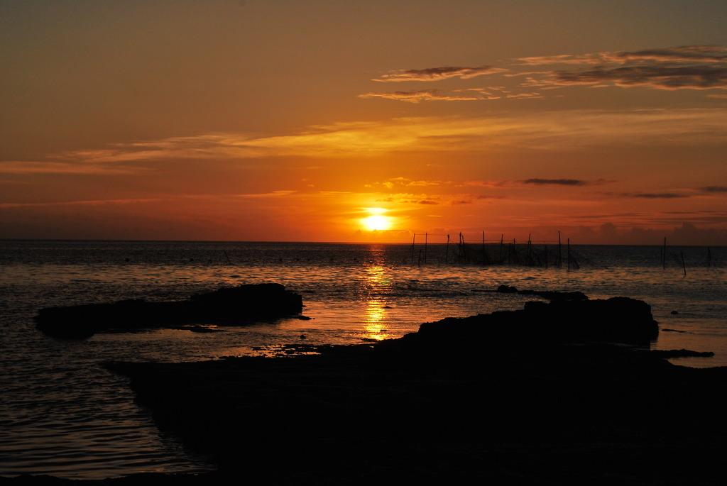 残波からの夕日