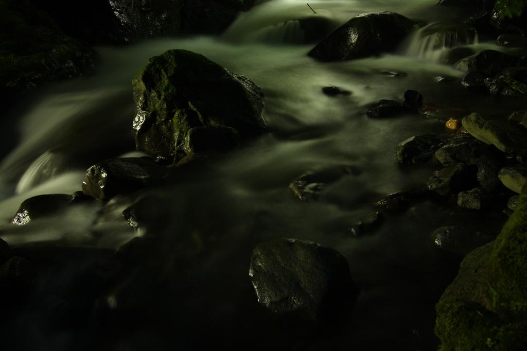 川の流れは絶えずして。