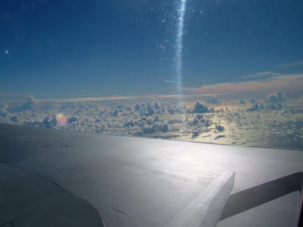 機上から朝日