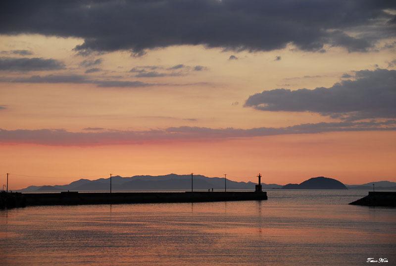 漁港の夕景