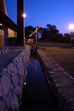 水路に灯火が
