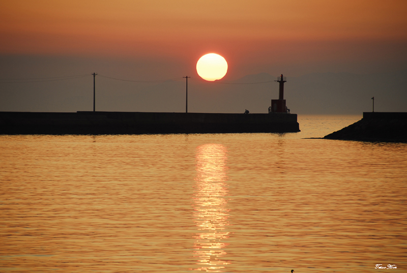 漁港の夕陽