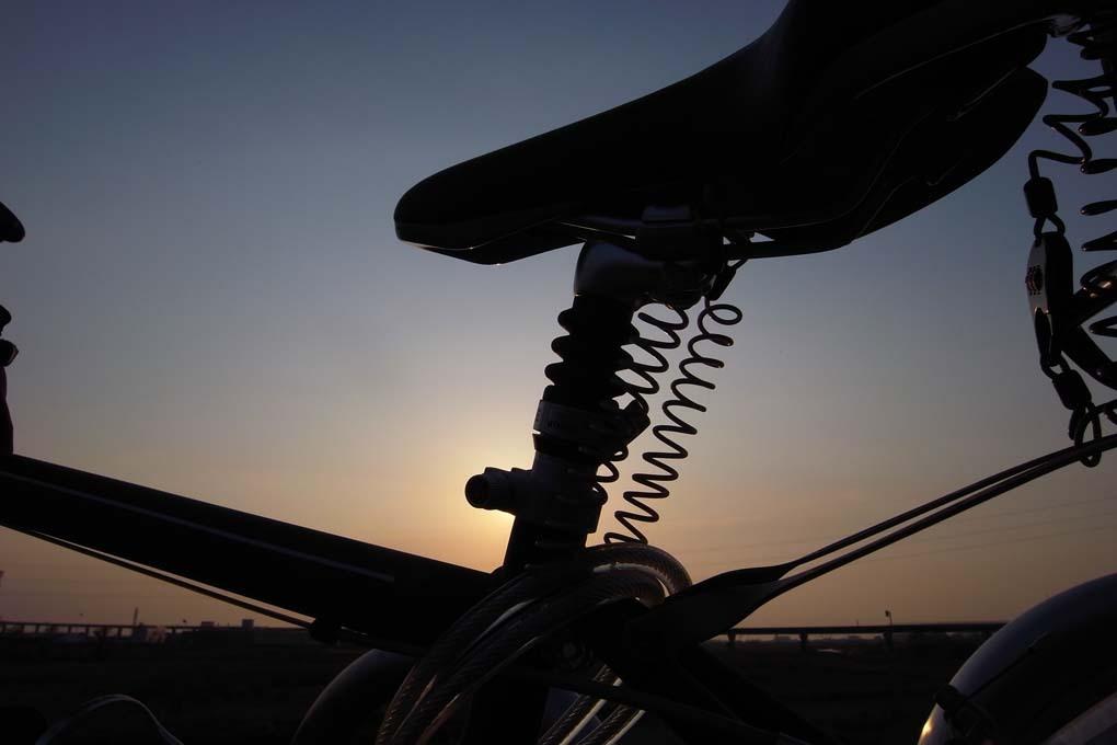 夕景の中の自転車