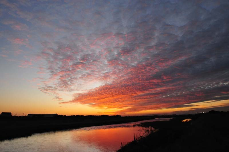 河川敷で見る夕陽