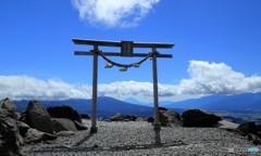 鳥居から富士山を望む