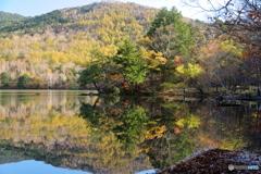 彩る湯ノ湖