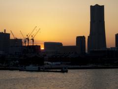 横浜に沈む夕日