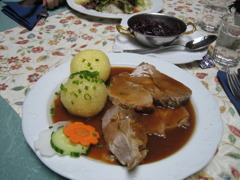 シュヴァイネブラーテン(豚肉の煮込み)