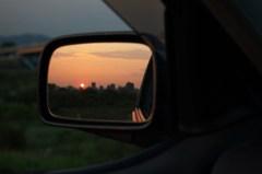 ミラーに映る夕日
