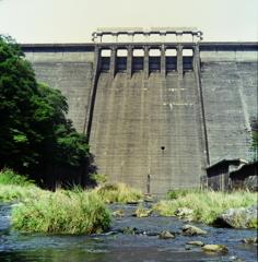 湯原ダム・川、出づる