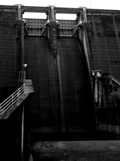 河本ダム・そこまで黒くはないけれど