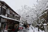 雪の三千院参道