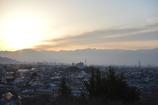朝日に照らされる甲府の町