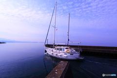 蒼き湖へ出港