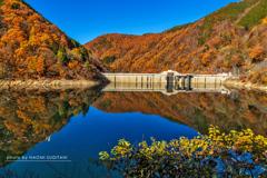 晴天のダム湖