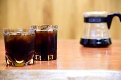 コーヒーと氷とグラス