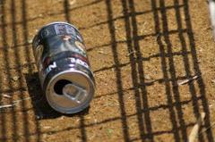 捨てられた空き缶