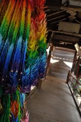 渡廊下と千羽鶴
