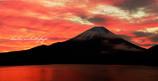 本栖湖 焼ける光景