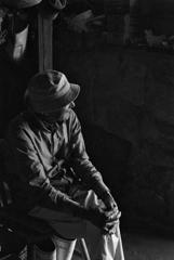 「黄昏れる人」
