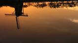印旛沼・風車 - 水面に映し -