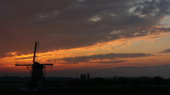 印旛沼・風車 - 静寂の世界の訪れ -