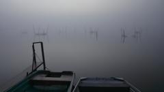 印旛沼・朝景 - 小舟の向こうに -