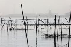 印旛沼・朝景 - 濃霧の彼方のオランダ風車 -