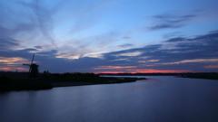 印旛沼・風車 - 蒼い世界の訪れ -