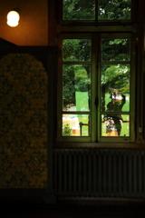 街の情景 - 窓越しの盛夏の緑 -