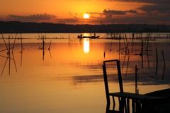 印旛沼・朝景 - 朝陽と漁師たち -