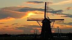 印旛沼・風車 - 一期一会の夕暮れ -