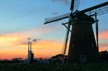 印旛沼・風車 - 夏の夕暮れ -