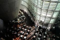 街の情景 - 国立新美術館・開放感あるカフェ -