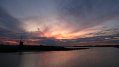 印旛沼・風車 - 茜から蒼へ -