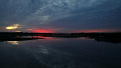 印旛沼・朝景 - 蒼雲の中の紅雲 -
