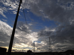 雲と電柱と鉄塔と