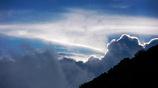 立ち込める雲