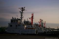 夜が明ける港