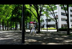日傘と街並み 横浜編